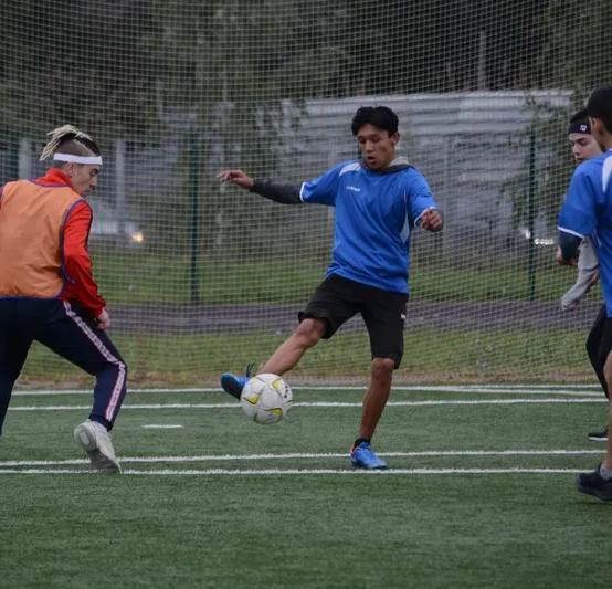 Матч по футболу между командами 1 курса и 2, 3 курсов
