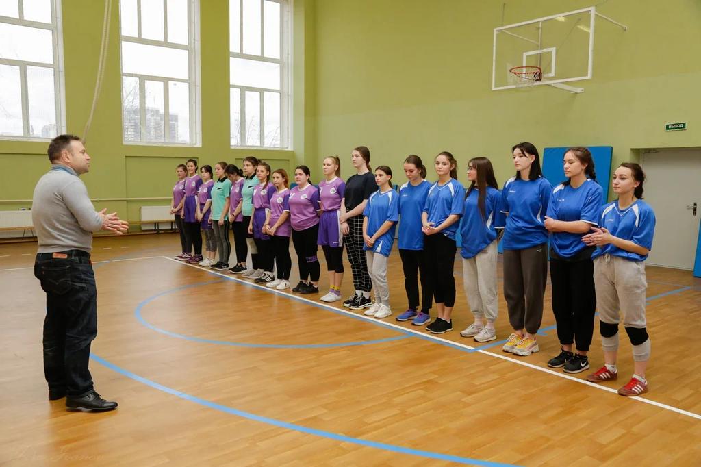 Городские соревнования по спортивной скакалке среди девушек