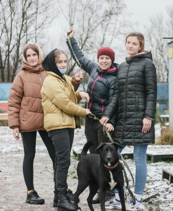 Волонтерский отряд «Оптик» помогает приюту для животных